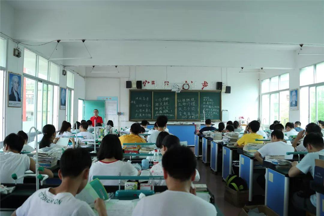 2011年上海语文高考满分作文_2011年重庆语文高考满分作文_2014年高考语文三轮冲刺经典作文试题及写作引导